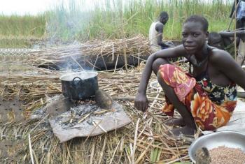 Mulher prepara comida no Sudão do Sul. Foto: FAO/Sudão do Sul