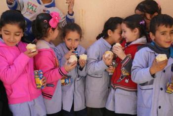 Plano de merenda escolar para beneficiar crianças libanesas e sírias.Foto: PMA/Dina El Kassaby