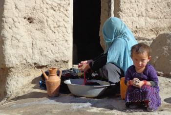 Khalesa, de três anos, e sua mãe no norte do Afeganistão. Foto: Unicef/Zalmai Ashna