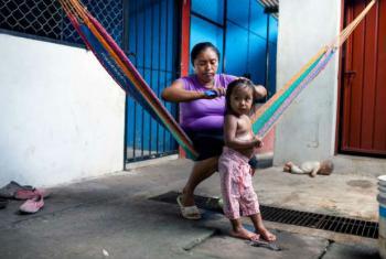 Mãe e filha fugiram de El Salvador e vivem atualmente no México. Foto: Acnur/M.Redondo