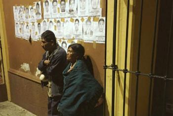 Pôsteres com imagens de estudantes desaparecidos no México. Foto: Jeca Taudte