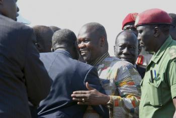 Chegada de Riek Machar ao aeroporto de Juba. Foto: Unmiss/Isaac Billy