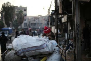 Milhares de civis na Síria continuam sitiados em várias cidades, sem acesso a cuidados médicos e correndo o risco de passar fome. Foto: Unicef/Amer Al Shami