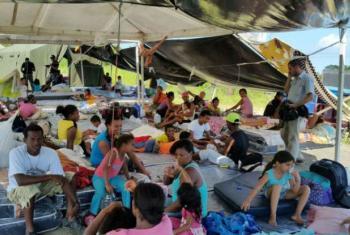 Sobreviventes do terremoto desabrigados no Equador. Foto: Acnur