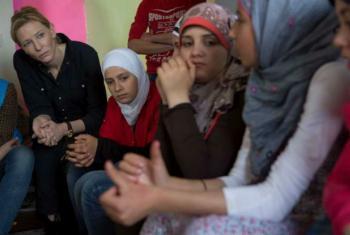 Cate Blanchett em encontro com refugiadas sírias no Líbano em maio de 2015. Foto: Acnur/J.Matas