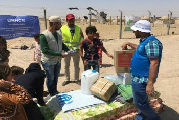 Civis que saíram de Falluja recebem ajuda da ONU. Foto: Acnur/Anmar Qusay