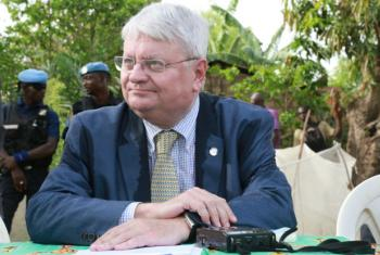 Hervé Ladsous em sua visita à República Centro-Africana. Foto: ONU/Nektarios Markogiannis