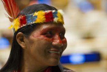 Indígena participando do Fórum Permanente da ONU sobre Questões Indígenas.Foto: ONU/Rick Bajornas