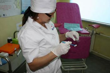 Exame para detectar o câncro do colo do útero. Foto: OMS/Wpro/Nomin Lkhagvasuren (arquivo)
