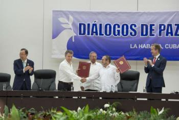 Assinatura do acordo de cessar-fogo e de deposição de armas entre o governo da Colômbia e as Forças Armadas Revolucionárias do país, Farc- Exército do Povo, Farc-EP.Foto: ONU/Eskinder Debebe