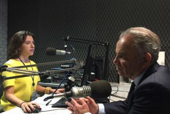 Luiz Loures, vice-diretor executivo do Programa Conjunto da ONU sobre o HIV/Aids, Unaids, em entrevista dada à Rádio ONU em junho. Foto: Rádio ONU.