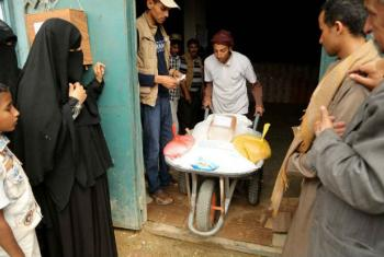 Distribuição de bens alimentares no Iêmen. Foto: PMA/Asmaa Waguih