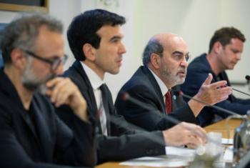 Da esq.: o chef Massimo Bottura, o ministro italiano Maurizio Martina, o diretor-geral da FAO, José Graziano, e o chef David Hertz. Foto: FAO