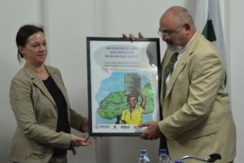 Katharina Schnoring, da OIM, e Kenneth Hassan, da Usaid. Foto: Rádio ONU/Ouri Pota