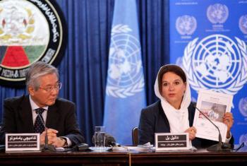 Conferência de imprensa em Kabul com o representante especial do secretário-geral para o Afeganistão, Tadamichi Yamamoto (esq).Foto: Unama/Fardin Waezi.