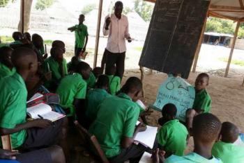 Novo formador comunitário conduz aula no Sudão do Sul.Foto: Unesco