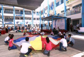 Segundo a Unrwa, as crianças que participam dos jogos de verão têm a chance de brincar, aprender e se expressarem num ambiente que promove valores como liderança, respeito e cooperação.Foto: Unwra