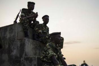 Soldados das forças armadas burundesas em Musaga, na capital Bujumbura. Foto: Irin/Phil Moore