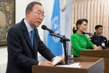 O secretário-geral da ONU, Ban Ki-moon, e a ministra das relações exteriores de Mianmar, Aung San Suu Kyi, falam a jornalistas. Foto: ONU/Eskinder Debebe