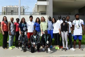 Equipe de atletas refugiados com a vice-chefe do Acnur, Kelly T. Clements. Foto: Acnur