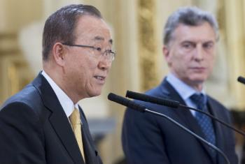 Ban Ki-moon (à esq) e o presidente da Argentina, Mauricio Macri. Foto: ONU/Mark Garten