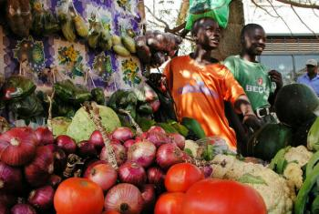 Mercado em Kampala, Uganda. Foto: Banco Mundial/Arne Hoel
