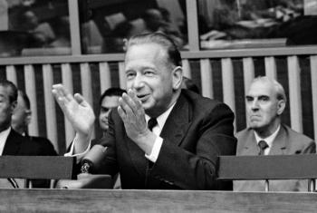 Dag Hammarskjöld durante coletiva de imprensa em junho de 1961. Foto: ONU/MB