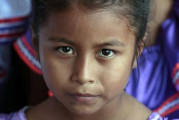 """Segundo Ban Ki-moon, """"ODSs não serão alcançados se o mundo fracassar em lidar com as necessidades educacionais dos povos indígenas"""".Foto: ONU/Evan Schneider"""