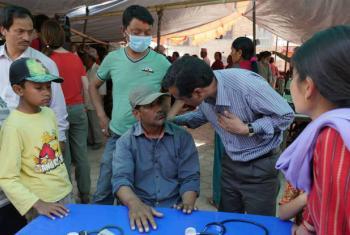 Equipe móvel de saúde mental trata pacientes em Chapagaun, no Nepal. Foto: OMS/A. Bhatiasevi (arquivo)