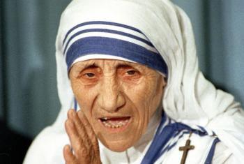 Madre Teresa de Calcutá na sede da ONU em Nova York em 1988. Foto: ONU/John Isaac