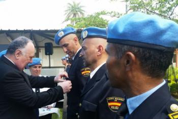 Cerimónia de condecoração de polícias e conselheiros. Foto: Rádio ONU