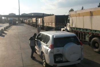 Comboios de ajuda humanitária aguardam para entrar na Síria, em 19 de setembro. Foto: Mecanismo de monitoramento da ONU/Tonglet