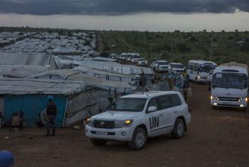 Uma delegação do Conselho de Segurança das Nações Unidas visita um campo para deslocados em Juba, capital do Sudão do Sul, em 3 de setembro de 2016. Foto: ONU.