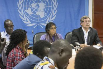 Especialistas em direitos humanos se reúnem com integrantes da média local ao fim da visita ao Sudão do Sul. Foto: Unmiss/Isaac Billy