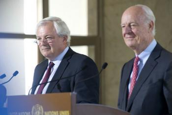 Stephen O'Brien (à esq.) e Staffan de Mistura falam com jornalistas em Genebra. Foto: ONU