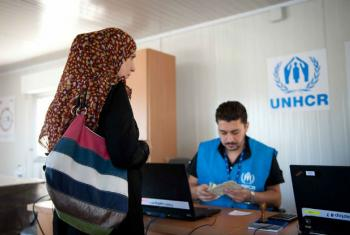 Assistência financeira para refugiados e deslocados internos. Foto: Ocha