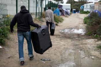 Esta semana o governo francês começou a transferir 1,9 mil pessoas do local, que seguem para outros locais de abrigos ao redor do país.Foto: Acnur/Olivier Laban-Mattei