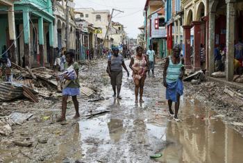 Os trabalhadores humanitários dizem que o Haiti precisa de pelo menos US$ 56 milhões para prestar assistência alimentar às vítimas do furacão nos próximos três meses.Foto: Minustah/Logan Abassi