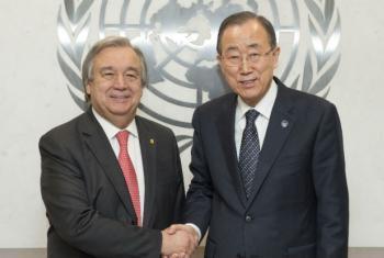 Ban Ki-moon (à dir.) com António Guterres em dezembro de 2015. Foto: ONU/Eskinder Debebe