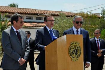 Conselheiro especial sobre o Chipre, Espen Barth Eide (centro) com o líder grego cipriota, Nicos Anastasiades (esquerda) e o líder turco cipriota, Mustafa Akinci. Foto: UNFICYP