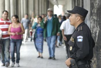 No Brasil a confiança na polícia chega a 49% entre a maioria étnica e a 42% entre a minoria. Foto: Banco Mundial/Jesus Alfonso