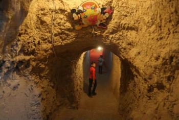 O relatório do Unicef mostra que as crianças sírias estão brincando e estudando atualmente em porões ou no subsolo. Foto: Unicef/ Alshami
