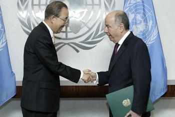 Mauro Vieira (à dir.) apresentou suas credenciais ao secretário-geral da ONU, Ban Ki-moon, em 11 de novembro. Foto: ONU/Evan Schneider