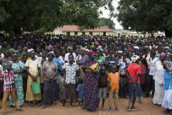 Milhares de deslocados internos reunidos em Yei, no Sudão do Sul. Foto: Acnur/Rocco Nuri