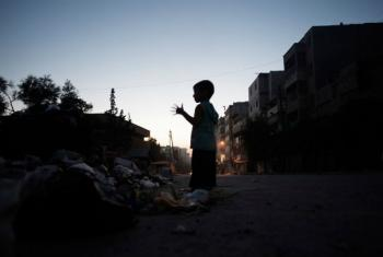 Criança em uma rua em Alepo. Foto: Ocha/Romenzi (arquivo)