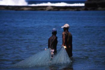 Pescadores em Moçambique. Foto: Banco Mundial/Andrea Borgarello