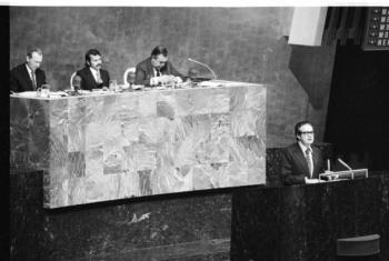 Mário Soares discursa na Assembleia Geral da ONU. Foto: Arquivo ONU.