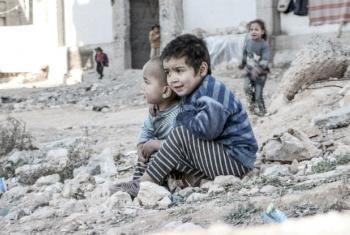 Crianças sírias perto de um abrigo para pessoas deslocadas. Foto: Unicef/UN013175/Al-Issa (arquivo)