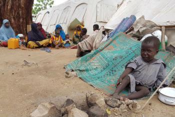 Menino chora num acampamento na Nigéria. Foto: OCHA/Eve Sabbagh