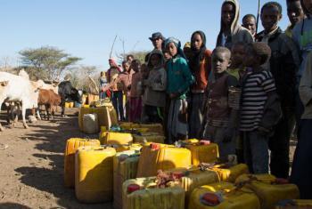 Moradores de vilarejo na Etiópia. Foto: Ocha/Charlotte Cans